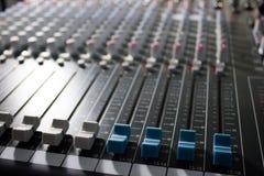 专业搅拌器的控制台-音乐,音乐会 图库摄影