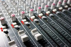 专业搅拌器的控制台-音乐,音乐会 库存图片