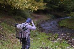 专业摄影师通过拍照片本质上为 库存图片