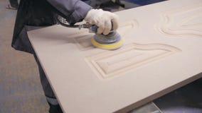专业木匠擦亮剂木板表面 关闭 股票录像