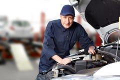 专业汽车机械师。 免版税库存图片