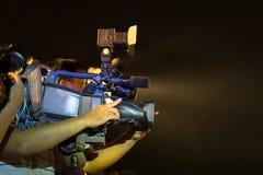 专业电视摄象机特写镜头在事件的在晚上 库存图片