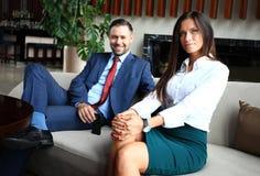 专业男性和女性开的商务伙伴谈论的会议计划战略 免版税图库摄影