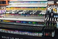专业纹身花刺油漆许多管  库存图片