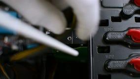 专业维护工作者职员是压力清洁个人计算机硬盘驱动器快车道 股票录像
