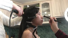 专业美发师和化妆师 股票录像
