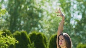 专业舞厅舞蹈家移动,美女显示行动自由权 股票录像