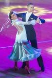 专业舞蹈夫妇执行WDSF国际WR舞蹈杯的青年时期2拉丁美洲的节目 免版税库存照片