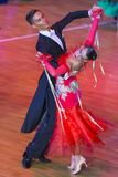 专业舞蹈夫妇执行WDSF国际WR舞蹈杯的青年标准欧洲节目 免版税图库摄影