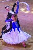 专业舞蹈夫妇执行WDSF国际WR舞蹈杯的青年标准欧洲节目 库存照片