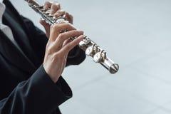 专业长笛演奏家独奏球员 免版税库存图片