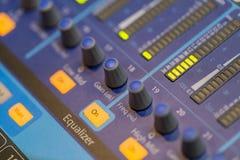 专业音乐搅拌器控制台 免版税库存图片