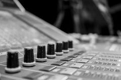 专业音频混合的委员会控制台 图库摄影