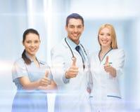 专业年轻队或小组医生 免版税库存照片