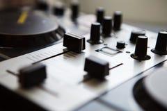 专业DJ密地控制器混音器 图库摄影
