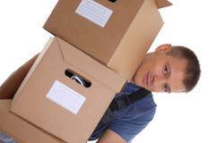 专家传讯者送货业务运载有小包的箱子 免版税库存照片
