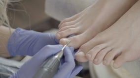 专家做硬件修脚给美容院的妇女 影视素材