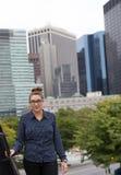 年轻专家在城市 免版税库存照片
