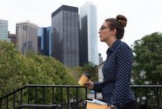 年轻专家在城市 免版税库存图片