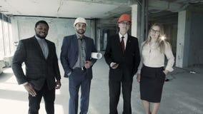 专家队在开始前的在完成大厅工作 股票录像