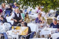 专属街道咖啡馆在里斯本-里斯本-葡萄牙- 2017年6月17日 免版税图库摄影