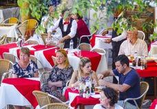 专属街道咖啡馆在里斯本-里斯本-葡萄牙- 2017年6月17日 库存照片