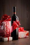 专属酒瓶礼物 免版税库存图片