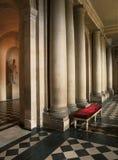 专栏和大理石地板在凡尔赛宫 免版税库存图片