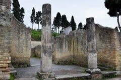 专栏和议院,赫库兰尼姆考古学站点,褶皱藻属,意大利 免版税库存图片