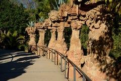 专栏在公园Guell在巴塞罗那,西班牙 库存图片