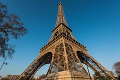 专栏的埃佛尔铁塔视图形式一 图库摄影