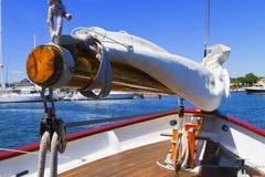 专用风帆游艇的视图。 库存照片