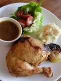 专辑烤了鸡膳食供应用日本土豆沙拉, 库存图片