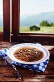 专长在汤的肝脏spaetzle 免版税库存图片