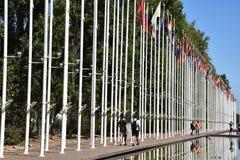 从1998年世界博览会的旗子在里斯本,葡萄牙 库存照片