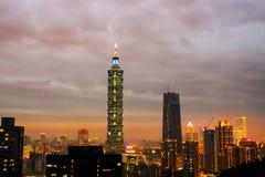 世界台北101日落观点的高楼的大象 库存图片