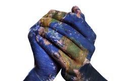世界在您的手(美国航空航天局装备的地球地图上) 图库摄影