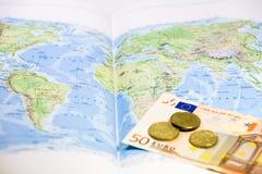 世界地图欧元和硬币 库存照片