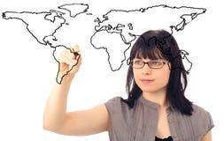 画世界地图的女实业家 免版税库存照片