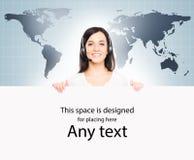 世界地图的年轻女性用户支持操作员 免版税库存图片