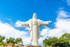 世界最大的耶稣基督雕象在科恰班巴 免版税库存照片