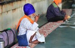 世界最大的自由厨房Harmandir Sahib (金黄寺庙) 图库摄影