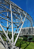 世界最大的露天网格球顶摘要现代建筑学 免版税库存照片