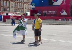 世界杯足球赛的爱好者区域在剧院正方形的2018年 库存图片