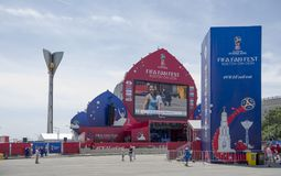 世界杯足球赛的爱好者区域在剧院正方形的2018年 图库摄影
