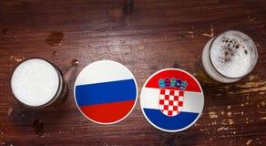 世界杯2018比赛日历,啤酒席子概念飞行物背景 乌拉圭对 法国 免版税库存照片