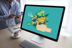 世界环境日地球地球生态树和绿色叶子w 免版税图库摄影