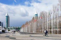 世界的所有国家旗子在Rossio dos Olivais (橄榄树小树林正方形)的 库存照片