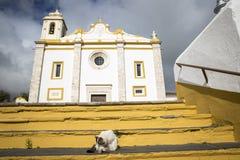 世界的救主的教区教堂在Veiros镇, Estremoz,葡萄牙 免版税库存图片
