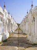 世界的最大的书在有729部分的(ston Kuthodaw塔 库存图片